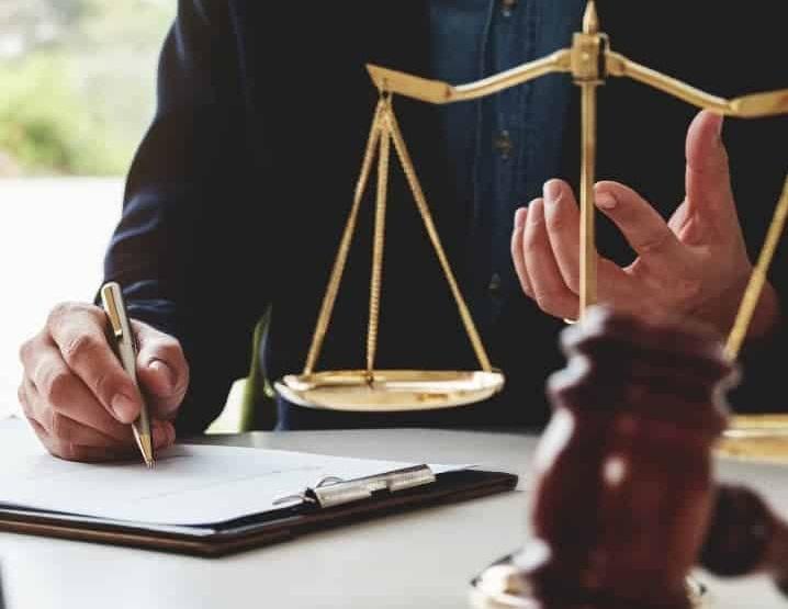 Angajez avocat definitiv